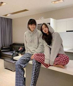 Pin by swing my way on couple goals in 2019 fashion Korean Best Friends, Boy And Girl Best Friends, Matching Couple Outfits, Matching Couples, Ulzzang Couple, Ulzzang Girl, Cute Couples Goals, Couple Goals, Cute Korean