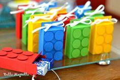 Festa NinjaGo: mais de 20 ideias de convites, lembrancinhas, decoração, brincadeiras e doces para você se inspirar e fazer uma festa divertidíssima. Birthday Gift Bags, Lego Birthday Party, Ninjago Party, Lego Ninjago, Lego Friends Party, Bookmarks Kids, Lego Room, Festa Party, Party Time