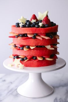 This simple fresh watermelon layer cake dessert is easy to make and only contains fresh fruit! Feel free to customize by using the fruit of your choice. Fruit Recipes, Cake Recipes, Dessert Recipes, Paleo Dessert, Dessert Party, Dessert Food, Watermelon Cake Recipe, Watermelon Cakes, Watermelon Carving