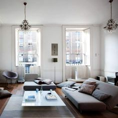 The thing i like about low-level living rooms is the comfort they offer and their originality. a low level living room is always caract. Living Room Furniture, Living Room Decor, Livng Room, Muebles Living, Ceiling Decor, Ceiling Windows, Living Room Flooring, Bedroom Colors, Home Decor