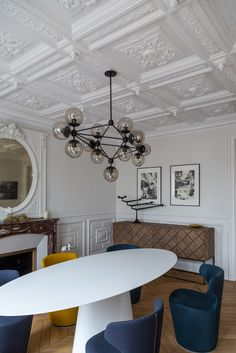 tavolo bianco, semplice e lineare ma di forte impatto visivo: si integra perfettamente sia con arredamento moderno, contemporaneo, vintage o d'antiquariato