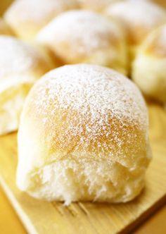 ふわふわリッチな生クリームちぎりパン by ほっこり~の [クックパッド] 簡単おいしいみんなのレシピが228万品 Recipes With Yeast, Bread Recipes, Baking Recipes, Bread Bun, Bread Cake, Donuts, Puff And Pie, Japanese Bread, Japanese Buns