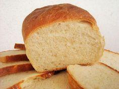 Aprende a preparar pan lactal con esta rica y fácil receta. Unir la harina y la sal. Por otra parte, disolver la levadura con el azúcar en el agua y aguardar a que...
