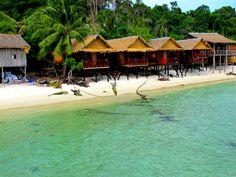 Cambodja, Koh rong - Koh Rong is wat veel Thaise eilanden decennia geleden waren: een maagdelijk, tropisch droomeiland zonder grootschalige bebouwing.TIP: het Monkey Island Resort, met handgemaakte houten strandbungalows (tot 4 pers.) voor 20 tot 30 dollar per nacht. http://monkeyisland-kohrong.com/accommodation-koh-rong-cambodia/