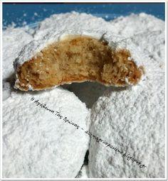 Ελληνικές συνταγές για νόστιμο, υγιεινό και οικονομικό φαγητό. Δοκιμάστε τες όλες Greek Sweets, Greek Desserts, Greek Recipes, Kourabiedes Recipe, Greek Cookies, Greek Pastries, Cookie Recipes, Dessert Recipes, Semolina Cake