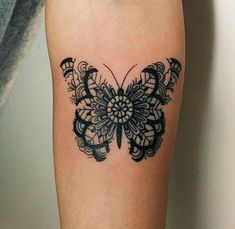Butterfly mandala papillon, butterfly shoulder tattoo, henna butterfly, b. Pretty Tattoos, Cute Tattoos, Beautiful Tattoos, Flower Tattoos, Body Art Tattoos, Small Tattoos, Tattoo Floral, Tatoos, Woman Tattoos