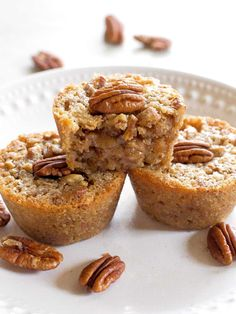 Pecan Pie Muffins Recipe - The Girl Who Ate Everything - - These Pecan Pie Muffins are a mix between a pie and a muffin. They have a muffin texture with a soft gooey inside like a mini Southern pecan pie. Pecan Desserts, Pecan Recipes, Baking Recipes, Delicious Desserts, Yummy Food, Pie Recipes, Sweet Recipes, Delicious Cupcakes, Easy Desserts