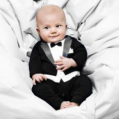 Cute tux. Maybe an outfit for Billy to wear to our wedding?