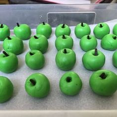 Fondant apples - how cute are these guys! SO easy to make!!