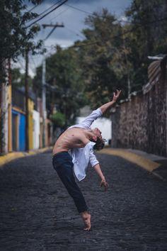 Des danseurs et danseuses de ballet dans les rues de Mexico  2Tout2Rien