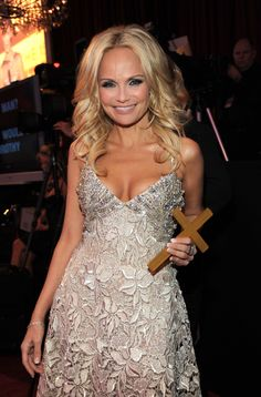 Host Kristin Chenoweth during the annual Critics' Choice Movie Awards held at the Hollywood Palladium on January 15 2010 in Hollywood California Girl Celebrities, Celebs, Beautiful People, Beautiful Women, Female Actresses, Hollywood Actor, Blonde Highlights, The Duff, Petite Fashion