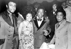 A picture full of talented singers and musicians, (l-r.) Dennis Edwards, Carla Thomas, B.B. King and James Brown posed for the cameras in 1974.