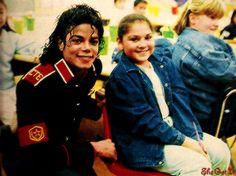 Michael Jackson at Stockton Elementary School ;) He always loved babies and all children of the world ღ https://pt.pinterest.com/carlamartinsmj/