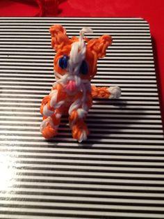 3D cat-rainbow loom Rainbow Loom Animals, Rubber Band Bracelet, Rainbow Loom Bracelets, 4 Life, Raven, Kittens, Bands, 3d, Crafts