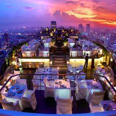 Happy hour em Bangkok... Uma parecida pra todos nós! ✨