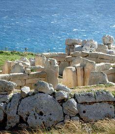 MALTA, GOZO E COMINO IN MAXI YACHT A VELA Una crociera indimenticabile alle isole di Malta, Gozo e Comino. A bordo di uno splendido maxi yacht a vela di 15 metri, navigheremo lungo coste rocciose alla scoperta di questo curioso arcipelago, fra baie appartate, cale nascoste e una storia lunga millenni.   http://www.jonas.it/vacanze_Malta_781.html