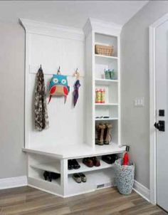 Epic 9 Fabulous Mudroom Design Ideas For Small Bedroom Are you confused by the condition of the bedroom which is always a mess, even though you often tidy it up? It looks like you need a mudroom for your b. Striped Hallway, Small Mudroom Ideas, Small Entryways, Laundry Room Storage, Hallway Storage, Laundry Hamper, Bench Designs, Small Storage, Small Shelves
