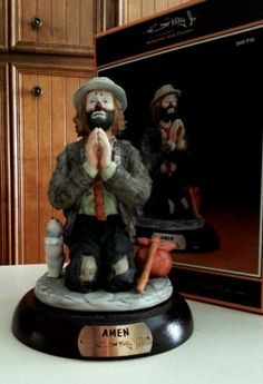 Clown Figurine No 9875 Amen Emmett Kelly Jr No 9474 12000 Signed Emmett Kelly Clown, Cocoa Cola, Clown Paintings, Vintage Clown, Send In The Clowns, Clowning Around, Beautiful Costumes, Collectible Figurines, Mardi Gras