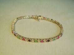 Catawiki Online-Auktionshaus: Riviere-Armband aus Rubinen, Saphiren, Smaragden u. weißen Topasen