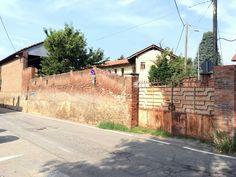 Rivoli, Tetti Neirotti. In vendita rustico di fine '800 con 1.400 mq di giardino e tettoia esterna.