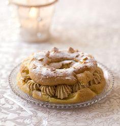Le paris-brest est une pâtisserie française, en forme de couronne, une pâte à choux garnie de crème pralinée et amandes. Inspiré d'une course cycliste.