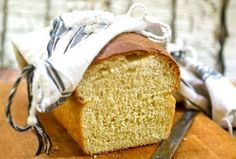 Easy homemade buttermilk bread recipe is sweetened with honey. Hand kneading or bread machine instructions, and step by step images. No-fail beginner recipe Honey Buttermilk Bread, Homemade Buttermilk, Buttermilk Recipes, Best Homemade Bread Recipe, Homemade Breads, Easy Yeast Rolls, Sweet Dinner Rolls, Amish Bread, Honey Recipes