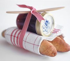 Jam and bread wrapped with a cute towel & ribbon. Love this idea. Great housewarming idea.