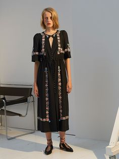 .Российскому дизайнеру Ольге Вильшенко удалось нас удивить. К тому, что романтичные платья и блузы с национальными вышивками удаются ей лучше всех, мы привыкли — но не только ими хорош новый «круиз»....На этот раз Вильшенко и ее команда выходят ...