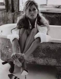 Gisele Bundchen - wish I could look all messy and beautiful at same time. Gisele Bundchen, White Photography, Fashion Photography, Female Photography, Boudoir Photography, Amazing Photography, Foto Fun, Beauty Full, Beauty Style