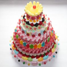 Tarta de chuches - Candy cake - Gâteau de bonbons - Snoeptaart - #golosinas Candy Cakes, Candy Favors, Candy Gifts, Cupcake Cakes, Chocolates, All Candy, Candy Shop, Bar A Bonbon, Chocolate Covered Pretzels