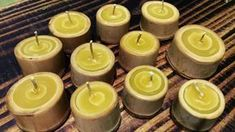 vela artesanal de cera de abelha em bambu aroma laranjeira Tea Lights, Candles, Handmade Candles, Handmade Soaps, Beeswax Candles, Bamboo Lamp, Craftsman Decor, Ropes, Candle Wax
