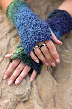 Box Stitch Fingerless Gloves  Pattern Only by Crochet4mybutterfly