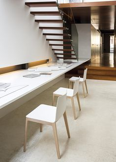 Design chairs and tables for homes and collections Desk Setup, Desk Chair, Minimal Desk, Workspaces, Chair Design, Home Office, Beautiful Homes, Architecture Design, Minimalism