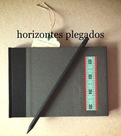 Cuaderno encuadernacion a la greca con tapas en cartone decorado. Papel de estraza. #horizontesplegados