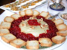 Paté de quesos con Pimientos confitados. Ver receta: http://www.mis-recetas.org/recetas/show/1390-pate-de-quesos-con-pimientos-confitados