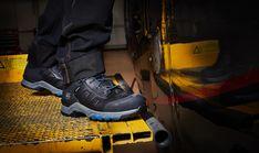 Ces chaussures de sécurité montantes Timberland Pro sont conçues en cuir de qualité. Résistantes, ce modèle Hypercharge pour homme offre un très bon confort : doublure respirante, semelle anti-fatigue... Ce sont des chaussures de sécurité imperméables, conçues pour les travaux extérieurs sur sols difficiles (bonne stabilité et adhérence). Idéales pour le BTP, elles sont normées S3 HRO WR SRC. Timberland Pro, Basket Timberland, Jordans Sneakers, Air Jordans, Anti Fatigue, Shoes, Fashion, Raincoat, Teal