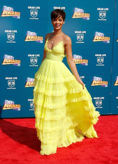 Rihanna Photos Photos - Singer Rihanna arrives at the 2008 BET Awards held at the Shrine Auditorium on June 24, 2008 in Los Angeles, California. - BET Awards 2008 - Arrivals