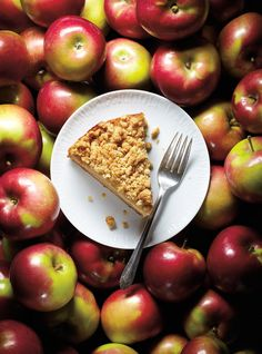Part cake, part crumble, this delicious apple crumble cake is the ultimate comfort dessert for the fall season. Fall Dessert Recipes, Fall Recipes, Delicious Desserts, Yummy Food, Sweet Potato Recipes, Apple Recipes, Perfect Cake Recipe, Apple Crumble Cake, Pudding Desserts