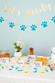 dog birthday party Heres How To Throw The Purrfect Birthday Party For Your Pet Dog First Birthday, 2 Birthday, Puppy Birthday Parties, Puppy Party, Animal Birthday, Birthday Party Themes, Dog Party Themes, Abc Party, Paris Birthday