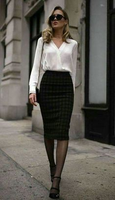 Casual & Chic Pencil Skirt Outfits for Office Appearance - Outfit Styles Business Casual Outfits, Business Attire, Office Outfits, Classy Outfits, Work Outfits, Work Dresses, Corporate Outfits For Women, Skirt Outfits, Preppy Work Outfit