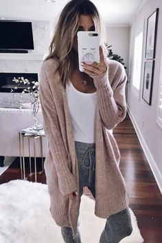 Sugestões de Looks Confortáveis Para Ficar e Trabalhar em Casa - Barbara Duarte Cute Lazy Outfits, Chill Outfits, Swag Outfits, Casual Outfits, Fashion Outfits, Cute Lounge Outfits, Comfy Fall Outfits, Cute Cardigan Outfits, Summer Outfits
