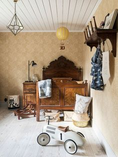 Made In Persbo: Reportage Cafe Interior, Interior Design, Kids Room Accessories, Scandinavian Home, Do It Yourself Home, Kid Spaces, Kids Decor, Victorian Homes, Home Decor Items