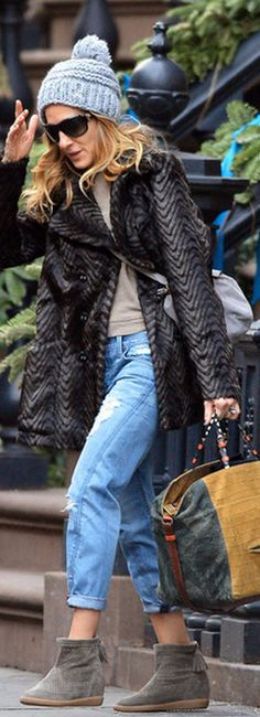 Who made  Sarah Jessica Parker's blue jeans and suede boots that she wore in New York?