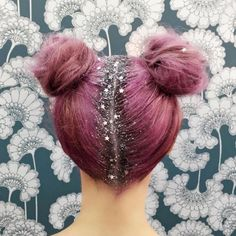 People are now painting glitter on their roots