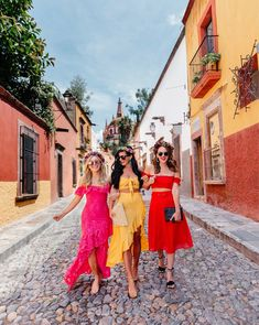 Where to stay in San Miguel. What to do in San Miguel. Where to eat in San Miguel. Havana Party, Havana Nights Party, Cuba Fashion, Look Fashion, Spain Fashion, Travel Fashion, Havana Nights Dress, Cuba Outfit, Night Outfits