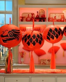 Chinese paper lanterns are often made to resemble butterflies, birds, dragonflies, and other animals. Ring in the fiery new year with this festive how-to. Chinese Birthday, Chinese New Year Party, Chinese New Year Decorations, Chinese Dinner, Chinese Holidays, 16th Birthday, Chinese New Year Dragon, Asian Party, Chinese Paper Lanterns