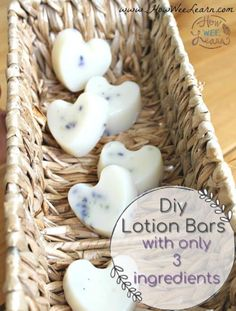 Lavender Lotion Bar These DIY homemade baby lotion bars are so simple and easy. Only 3 ingredients!These DIY homemade baby lotion bars are so simple and easy. Only 3 ingredients! Lotion Bars Diy, Lotion En Barre, Belleza Diy, Diy Cadeau Noel, Diy Spa, Homemade Beauty Products, Home Made Soap, Homemade Gifts, Diy Gifts