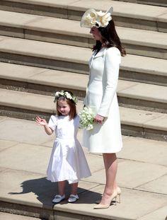 http://www.zimbio.com/photos/Kate Middleton/Prince Harry Marries Ms Meghan Markle Windsor/tFgX7-P2QLq
