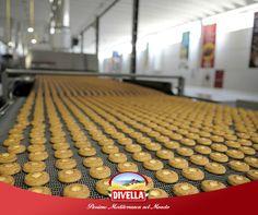 Un esercito di #Ottimini è pronto a colonizzare la tua tazza di caffè.  Affronta la giornata con la giusta carica di allegria con #Divella.