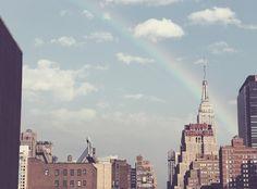 21 Surprising statistics about clutter. By Joshua Becker. Photographie New York, Photo New York, Paris Skyline, New York Skyline, Becoming Minimalist, Minimalist Living, Free High Resolution Photos, Destinations, Napoleon Hill